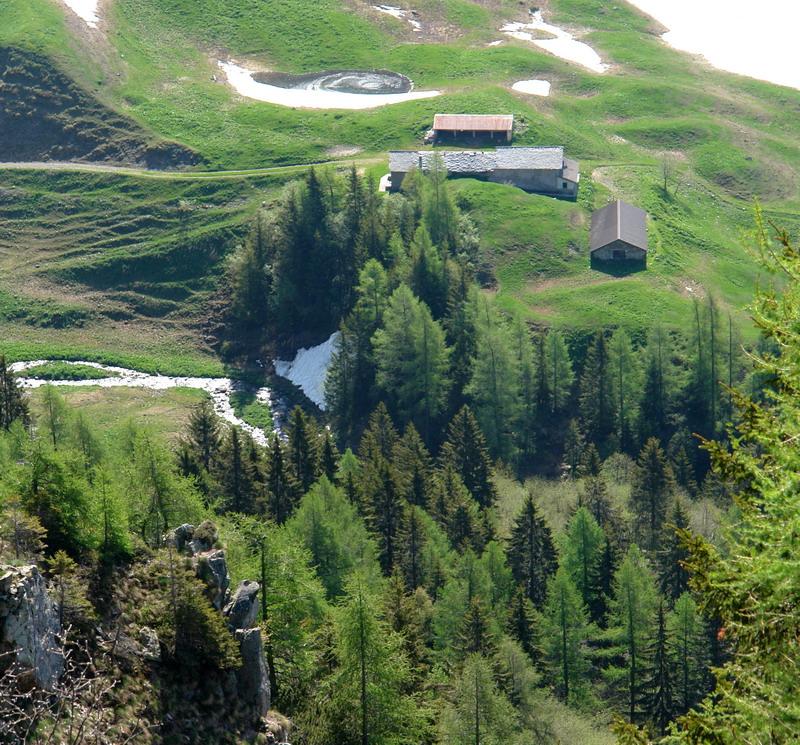 Valle brembana baite di mezzeno rifugio tre pizzi for Piccoli piani di baite