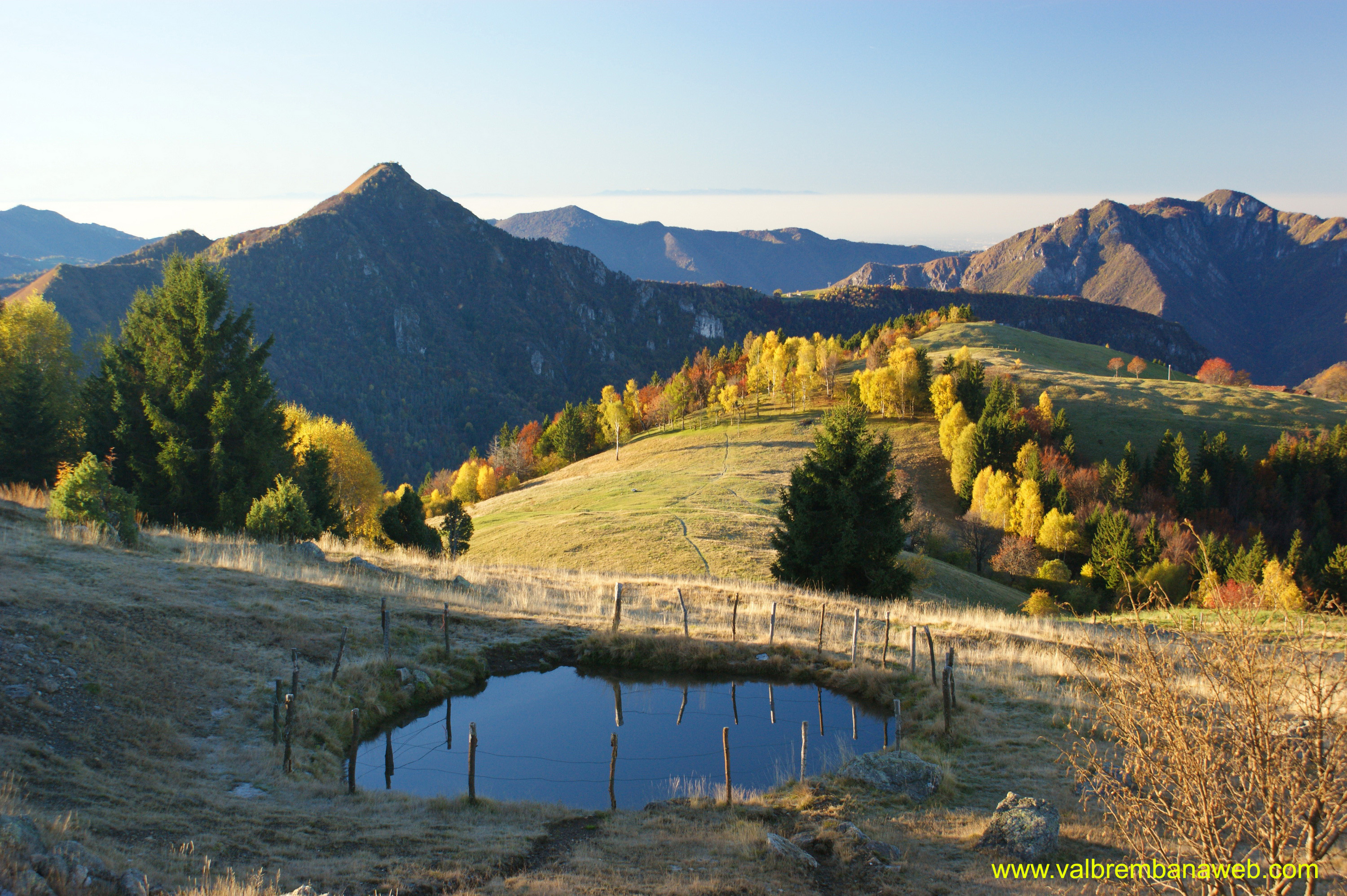 Valle brembana trekking tra i colori autunnali del for Desktop autunno
