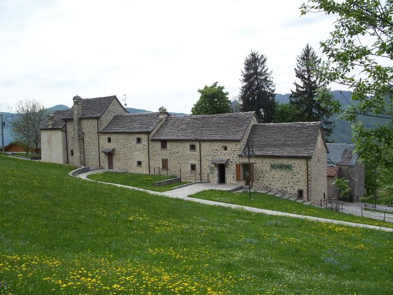 Valle brembana fuipiano tre faggi canti costa del for Rifugio resegone valle imagna
